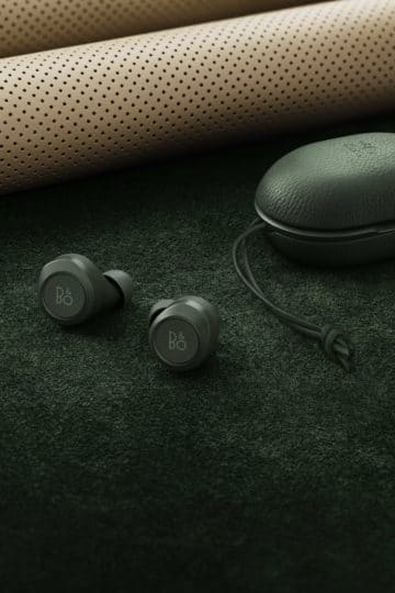 Beoplay E8 racing green